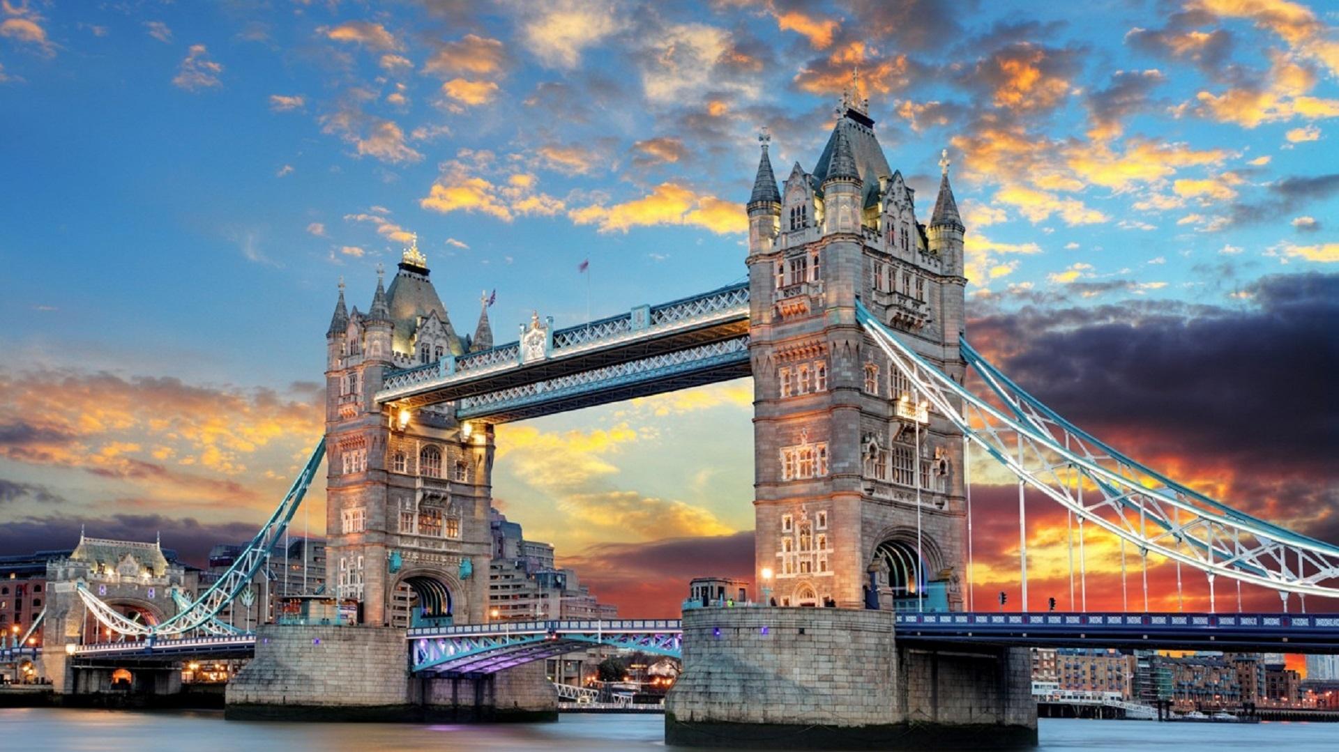Awọn Ile Iṣẹ Atigbọwọ Ilu London Ni Awọn Ile Iṣẹ London London Ni Atunse Agbaye Ni Owo Kekere